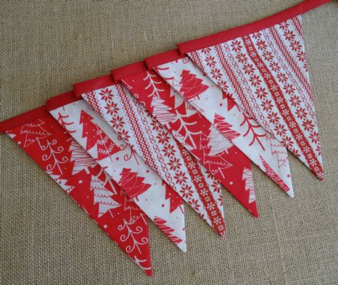 CHRISTMAS BUNTING - Trees & Stripes on Red Binding -  3m Length - 14 flags (double-sided)